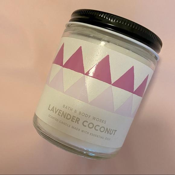 """NWT🏷 Bath & Body Works """"Lavender Coconut"""" Candle"""